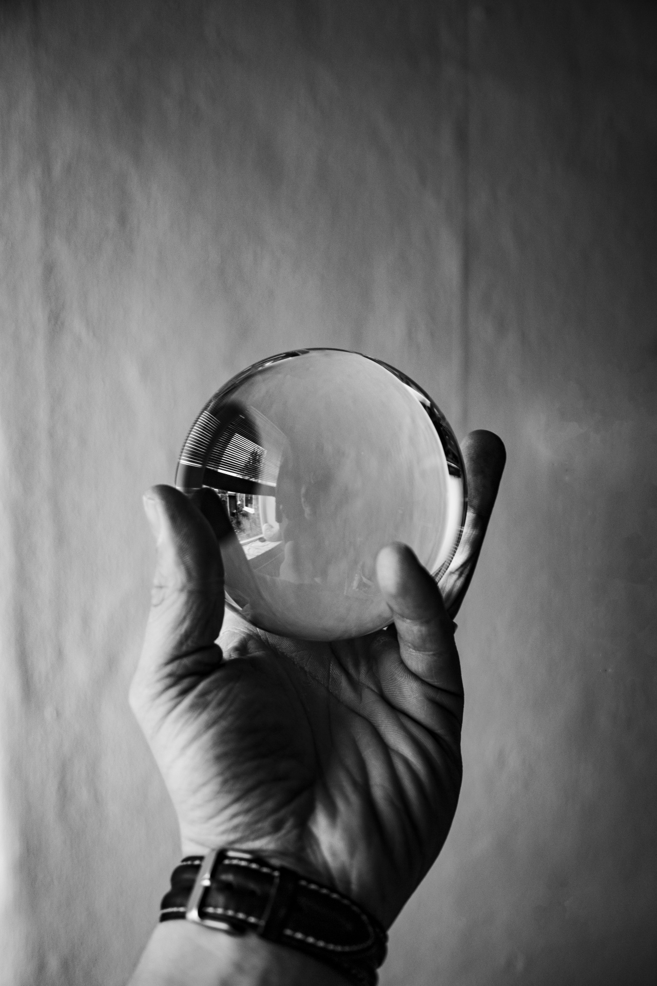 glass-ball-in-hand